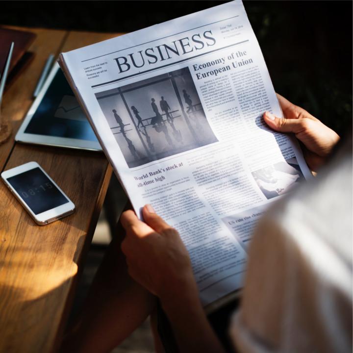 求人情報誌や新聞の広告